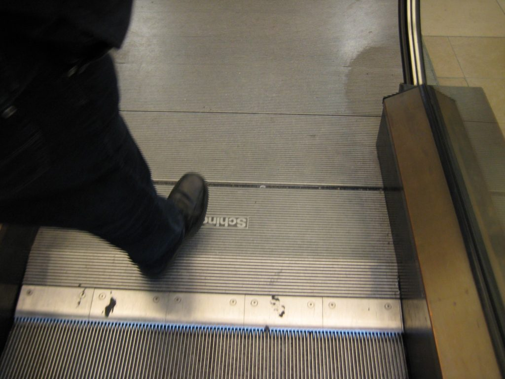 Ende Rolltreppe mit Fuß
